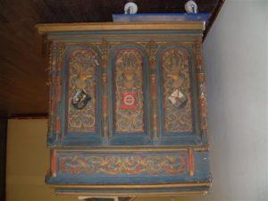 een zwaluwnestje tegen den kerkmuur… De kas van het orgel uit Harenkarspel