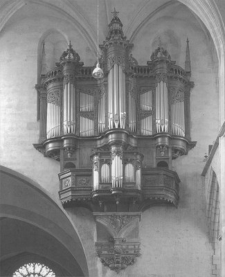 The organ in the Cathédrale St. Etienne in Toulouse has been build byAntoine Lefébure in 1612 . After several changes (Cavaillé-Coll in 1850) is has been reconstructed by Alfred Kern from Strassbourg.