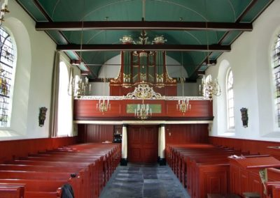 Het orgel in Engwierum. Een typische Van Dam-klank in een a-typische kas