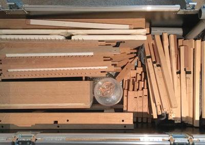 Onderdelen Doe-orgel in de kist Foto Lydia Vroegindeweij