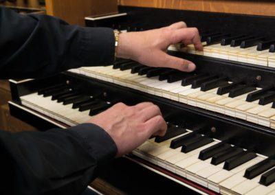 De vrijwillige organist: een gave Gods of iemand met een arbeidsovereenkomst? En heeft de organist recht op vakantiedagen?