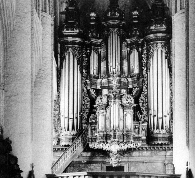 Gottfried Frietzsch en het grote orgel in Hamburgse St.-Katharinen. Het aantal manualen, hun omvang en subsemitoetsen